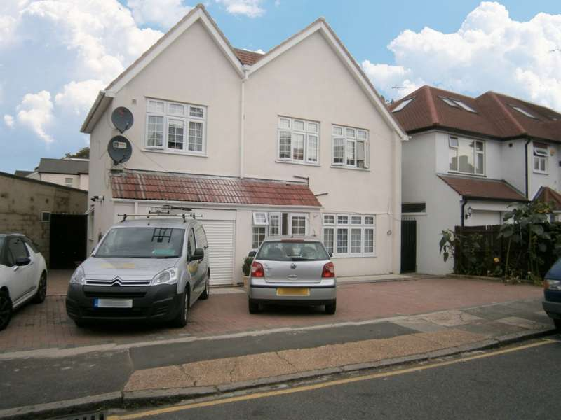 4 Bedrooms Detached House for rent in Elmsworth Avenue, Hounslow, TW3