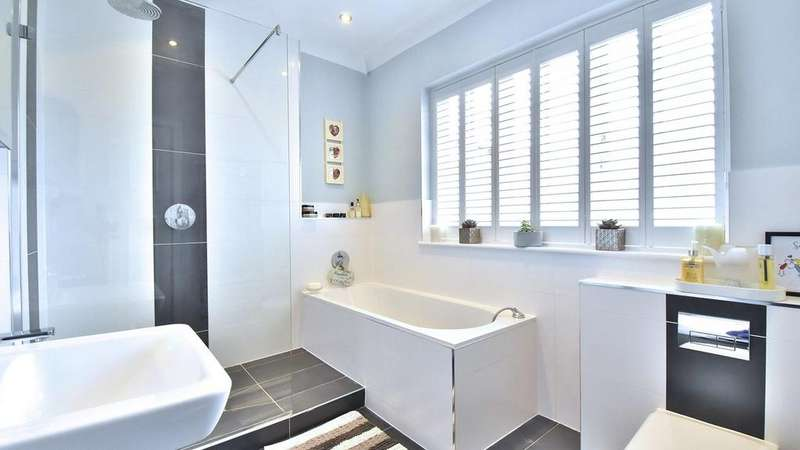 5 Bedrooms Detached House for sale in Waldegrave Road, Bickley, BR1