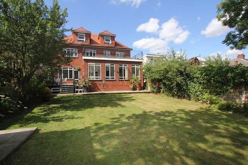 6 Bedrooms Detached House for sale in Penshurst Gardens, Edgware, Greater London. HA8 9TP