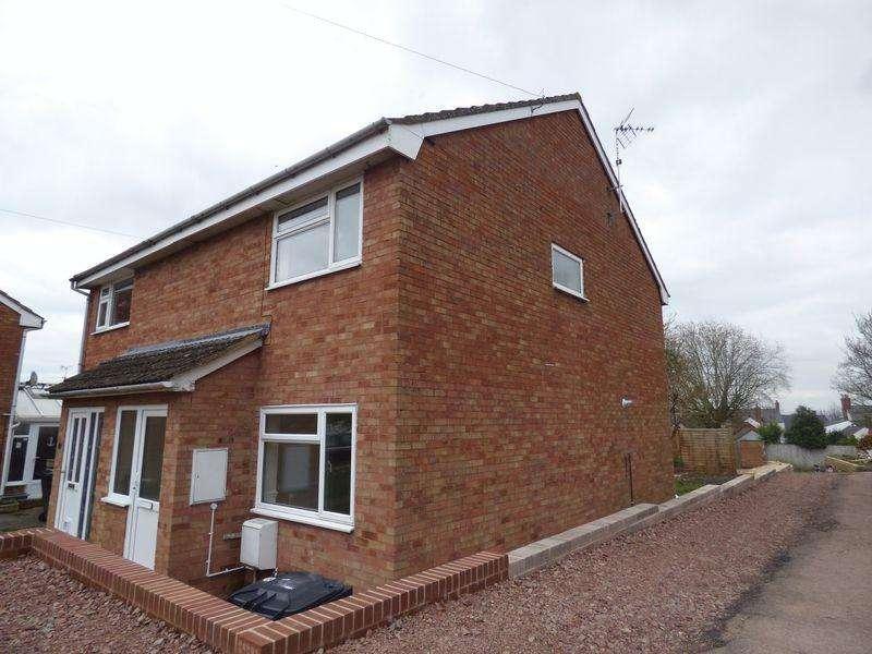 3 Bedrooms Semi Detached House for sale in Queens Acre, Newnham