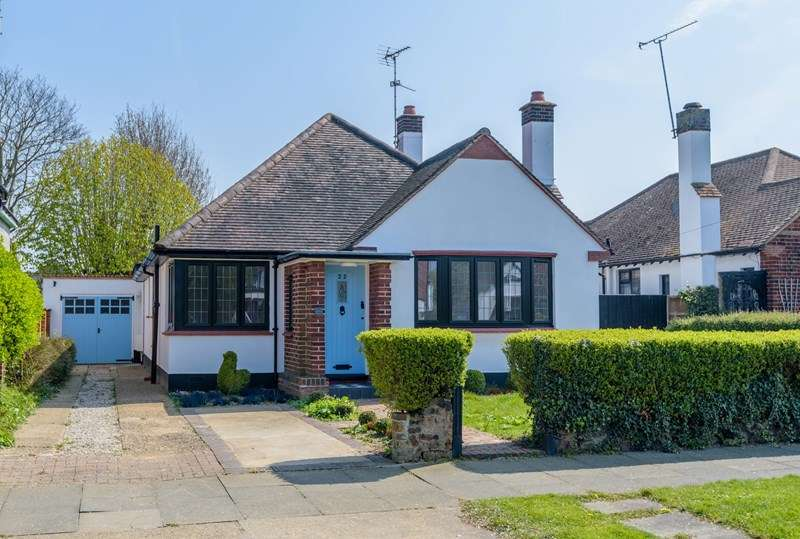 3 Bedrooms Bungalow for sale in Stunning Contemporary Home, Thorpe Bay