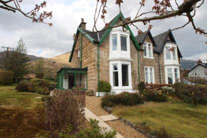 3 Bedrooms Semi Detached House for sale in Carrick Castle, Lochgoilhead