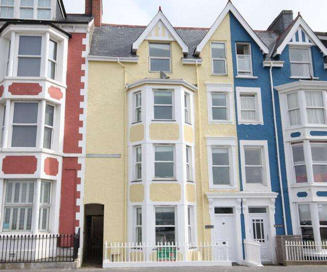 5 Bedrooms Town House for sale in ANGORFA, 1 GLANDYFI TERRACE, ABERDOVEY LL35