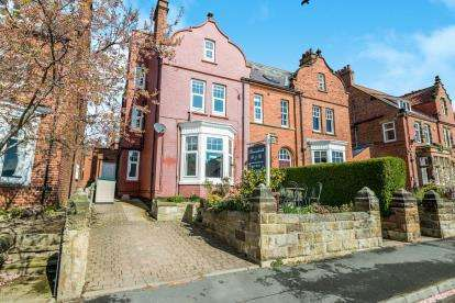 9 Bedrooms Semi Detached House for sale in Mount Pleasant South, Robin Hoods Bay, Whitby, North Yorkshire