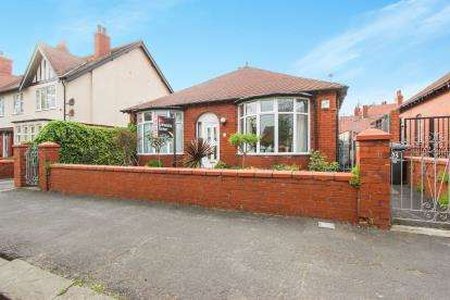 3 Bedrooms Bungalow for sale in Knowles Road, Lytham St. Annes, Lancashire, FY8