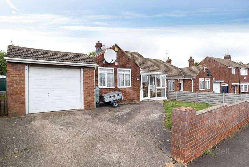 3 Bedrooms Semi Detached Bungalow for sale in Meyrick Avenue, Luton, Bedfordshire, LU1