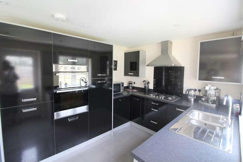 4 Bedrooms Detached House for sale in Somerset Grove, Magor, Caldicot, NP26