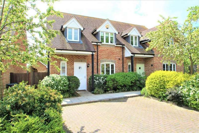 3 Bedrooms Semi Detached House for sale in Blewburton Close, Mortimer, RG7