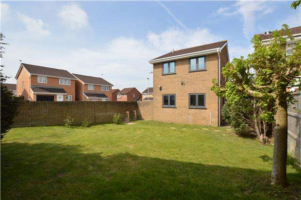 3 Bedrooms Detached House for sale in Longs Drive, Yate, BRISTOL, BS37 5XR