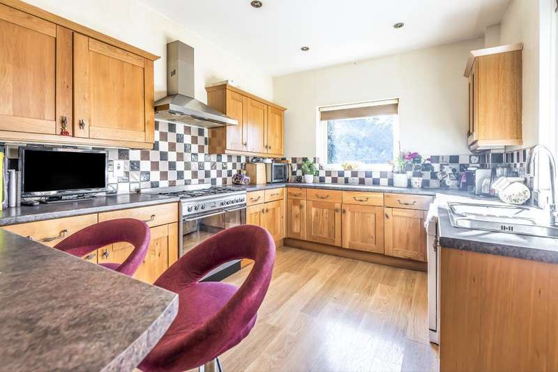 6 Bedrooms Detached House for sale in Slough, Berkshire, SL1