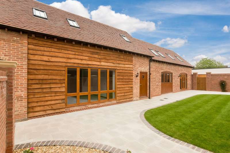 3 Bedrooms Unique Property for sale in The Barn, Avonmore Court, Alveston