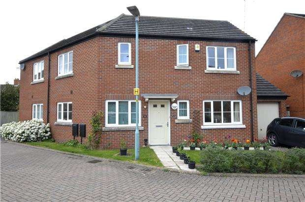 3 Bedrooms Semi Detached House for sale in Bradestones Way, Eastington, Gloucestershire, GL10 3FD