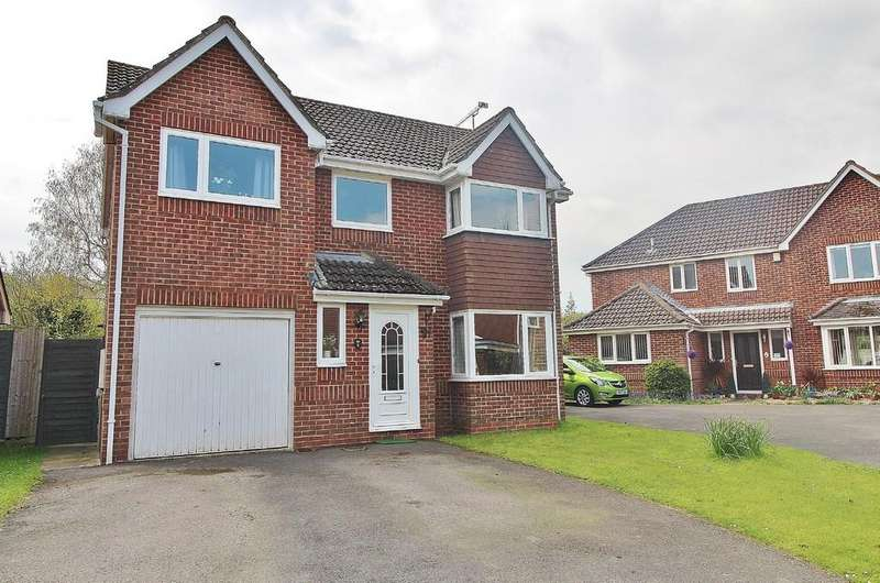4 Bedrooms Detached House for sale in The Pastures, Denmead
