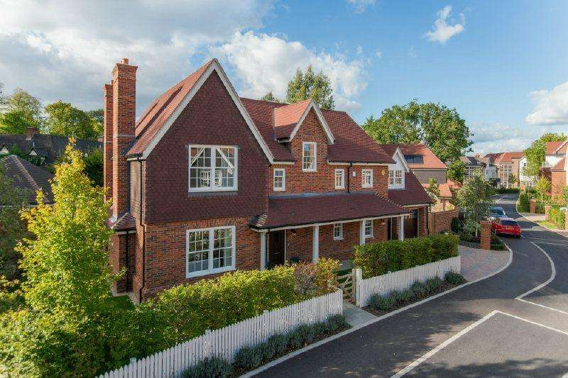 5 Bedrooms Detached House for sale in Little Chalfont