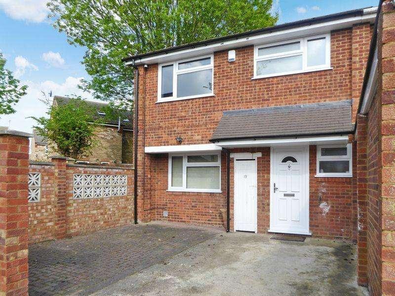 3 Bedrooms Semi Detached House for sale in Radburn Court, Dunstable