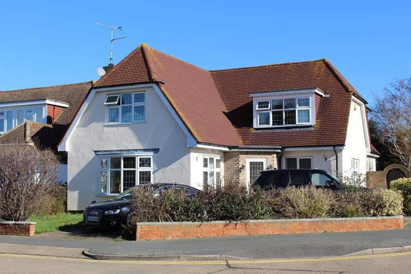 5 Bedrooms Detached House for sale in Bournes Green School Catchment, Thorpe Bay