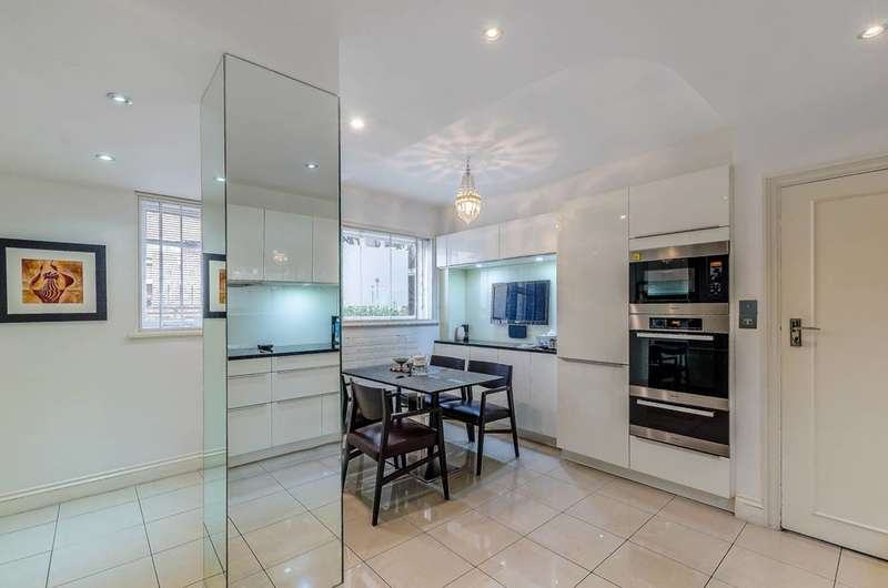 3 Bedrooms Flat for sale in Bentinck Close, St John's Wood, NW8