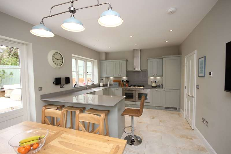 3 Bedrooms Detached House for sale in St Georges Place, Ampthill, Bedfordshire , MK45