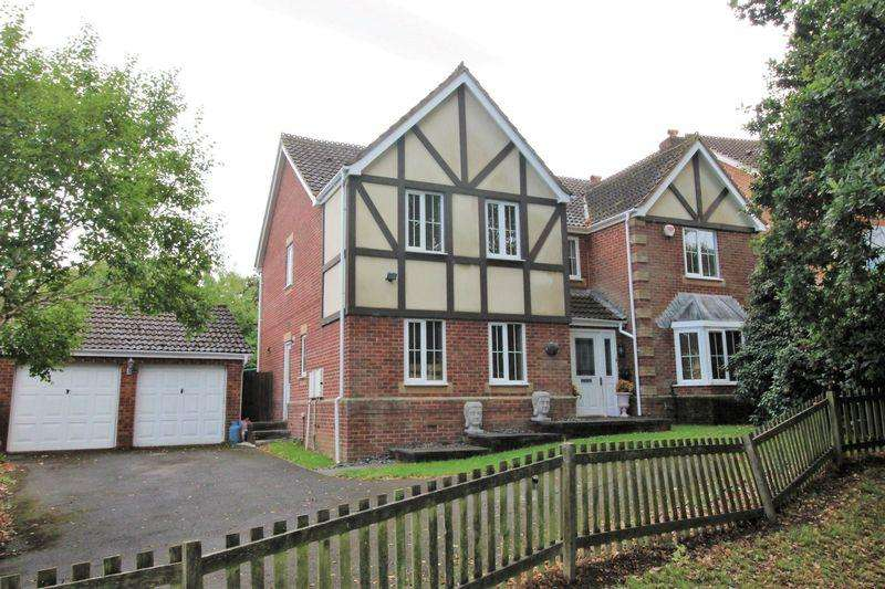 5 Bedrooms Detached House for sale in 12 Castle Wood, Chepstow