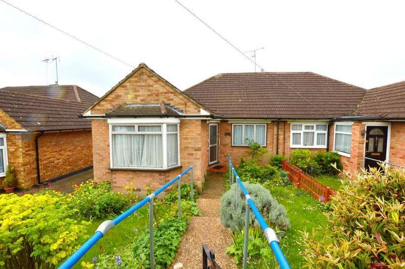 3 Bedrooms Bungalow for sale in Pennine Avenue, Sundon Park, Luton, Bedfordshire, LU3 3EJ