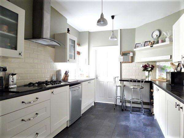 4 Bedrooms Terraced House for sale in Alexandra Road, Six Bells, NP13 2LH