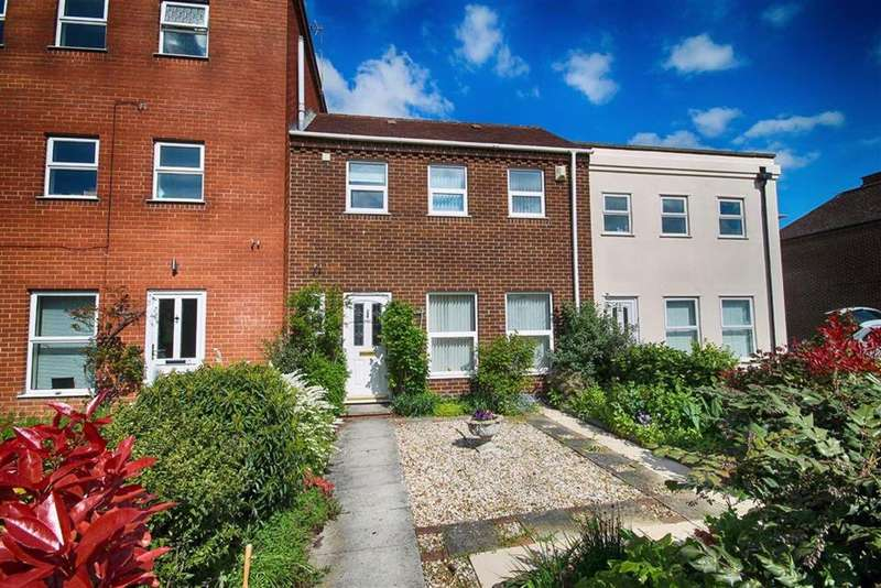 3 Bedrooms Terraced House for sale in Barton Road, Central, Tewkesbury, Gloucestershire