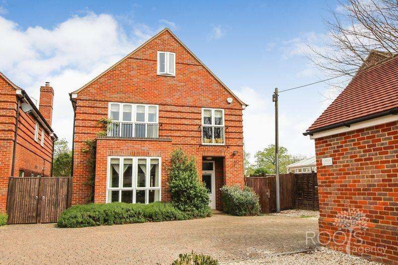 5 Bedrooms Detached House for sale in Broad Lane, Upper Buckleburry