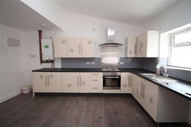 4 Bedrooms Detached House for rent in Moss Terrace, Rochdale, Greater Manchester, OL16