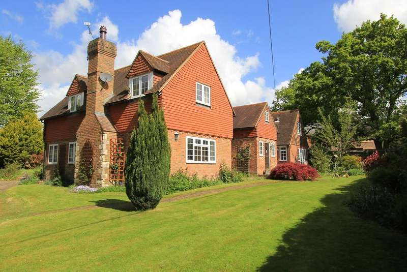 6 Bedrooms Detached House for sale in Laundry Lane, Vines Cross