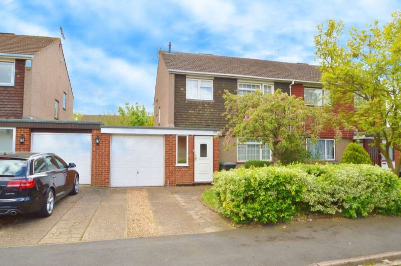 3 Bedrooms Semi Detached House for sale in Layburn Crescent, Langley, SL3