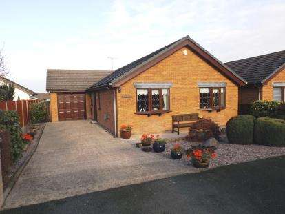 3 Bedrooms Bungalow for sale in Bryn Parc, Gronant, Flintshire, North Wales, LL19