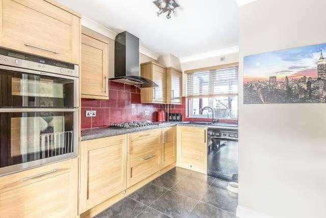 3 Bedrooms House for sale in Mundesley Spur, Slough, Berkshire, SL1