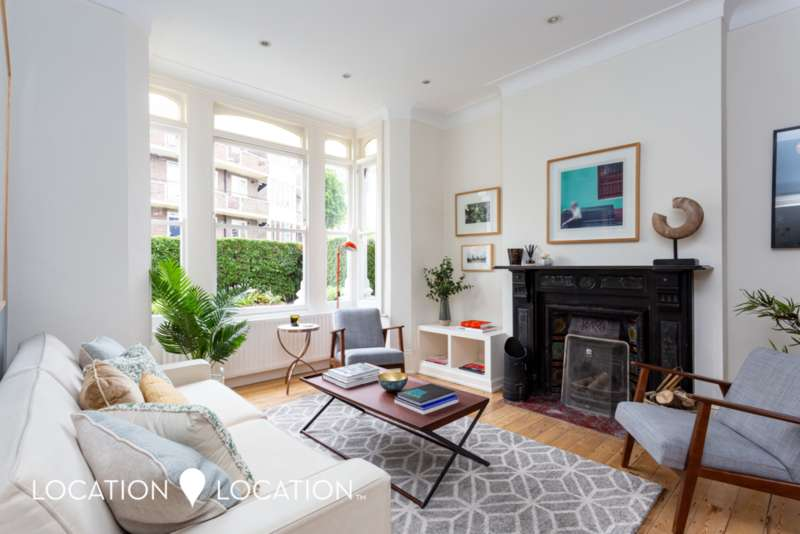 4 Bedrooms Terraced House for sale in Clissold Crescent, N16