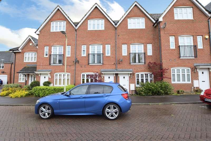 3 Bedrooms Terraced House for sale in Skylark Way, Shinfield, Reading, RG2