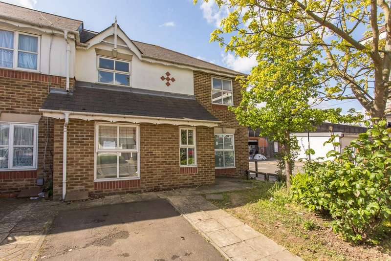 4 Bedrooms Terraced House for sale in Montpelier Place, E1