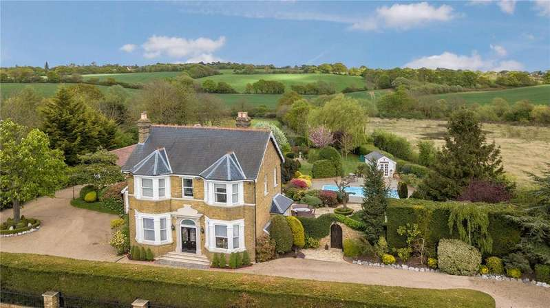 6 Bedrooms Detached House for sale in Gravel Lane, Chigwell, Essex, IG7