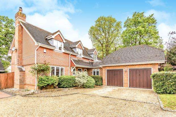 4 Bedrooms Detached House for sale in Baughurst, Tadley, Hampshire
