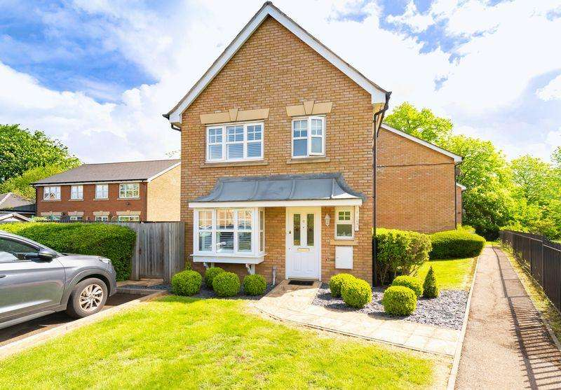 3 Bedrooms House for sale in Elderberry Close, Hainault
