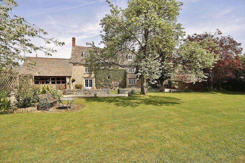 5 Bedrooms Farm House Character Property for sale in DUCKLINGTON, Manor Farm, Witney Road OX29 7TZ