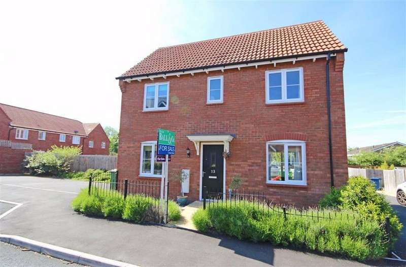 3 Bedrooms Detached House for sale in Wagtail Grove, Bishops Cleeve, Cheltenham, GL52