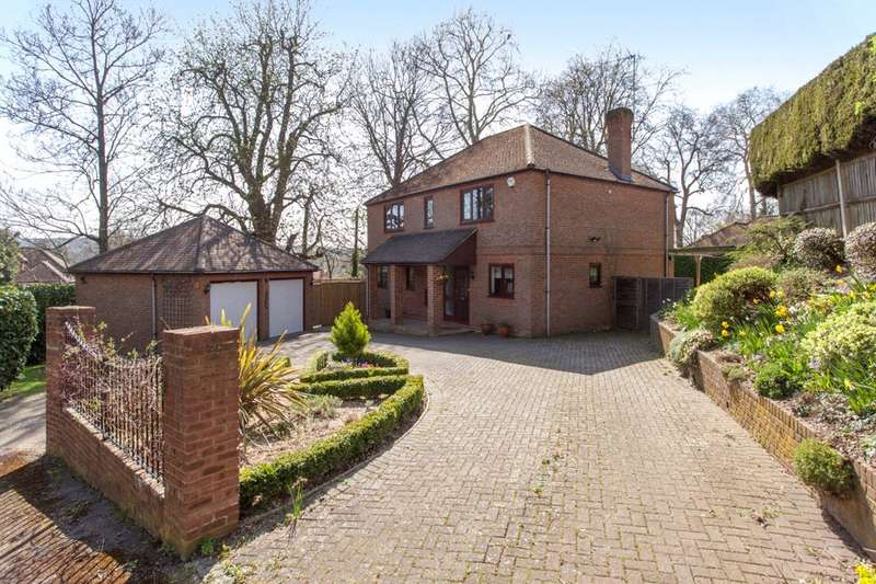 4 Bedrooms Detached House for sale in Highfield Park, Marlow, Buckinghamshire, SL7