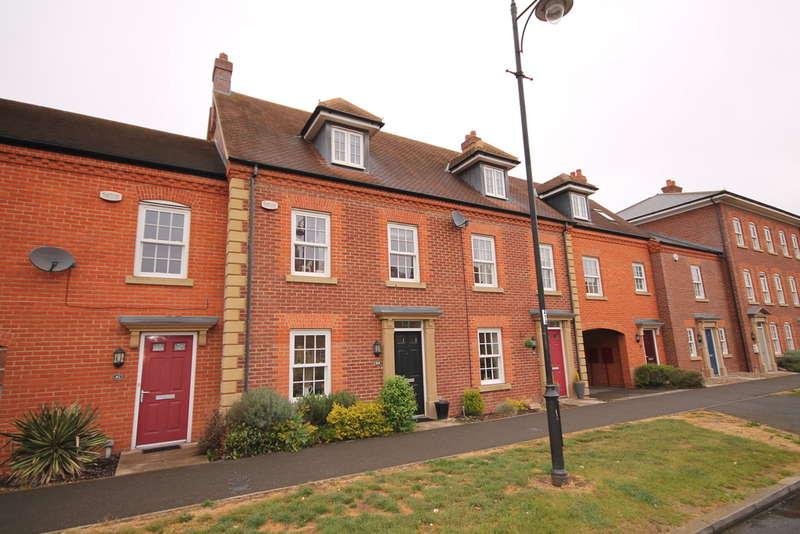 3 Bedrooms Terraced House for sale in Greenkeepers Road, Bedford, MK40