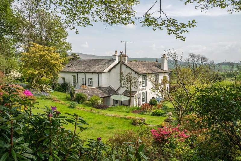 4 Bedrooms Detached House for sale in Field Close, Crook Road, Staveley, Kendal