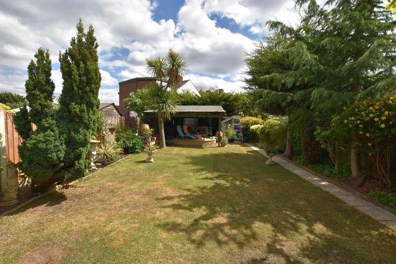 5 Bedrooms Terraced House for sale in Stradbroke Grove, Clayhall