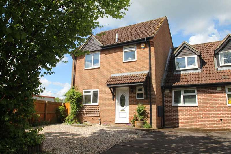 4 Bedrooms Link Detached House for sale in Somerset Close, Hungerford RG17