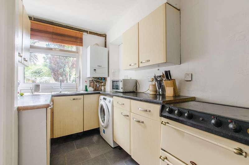 3 Bedrooms Maisonette Flat for sale in Congreve Street, Elephant and Castle, SE17