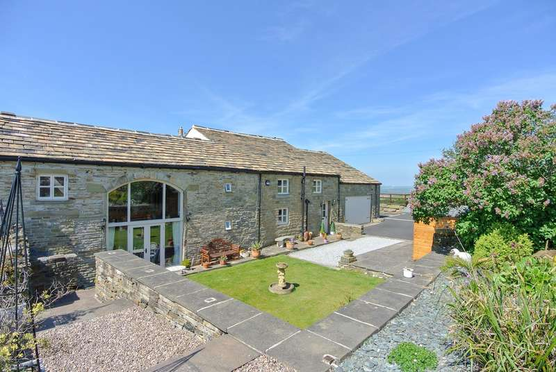 5 Bedrooms Barn Conversion Character Property for sale in Ashes Lane, Almondbury, Huddersfield, HD4