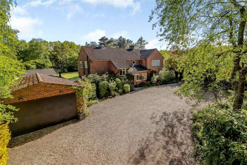 4 Bedrooms Detached House for sale in Adbury Holt, Newtown, Newbury, Hampshire, RG20