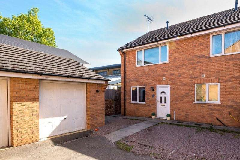 3 Bedrooms Semi Detached House for sale in Old Oak Place, Bourne, PE10