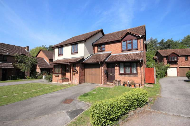 3 Bedrooms Semi Detached House for sale in Fawler Mead, Bracknell